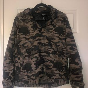 Men's camo pullover windbreaker